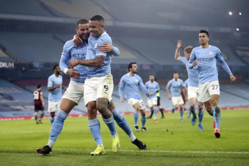 Kemenangan Sepakbola Menyerang Man City