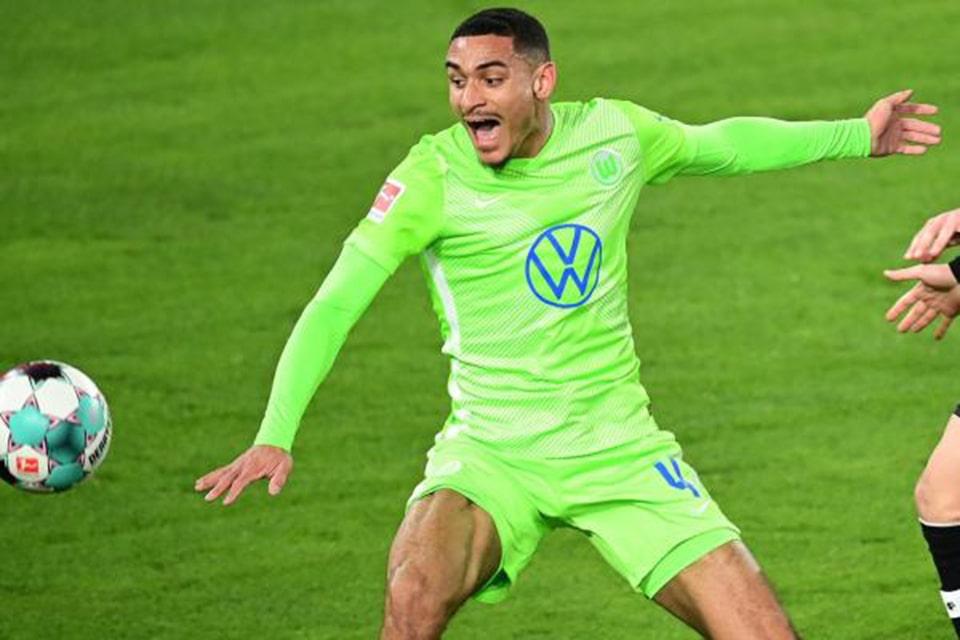 Dortmund Akan Beli Bek Mahal Wolfsburg?