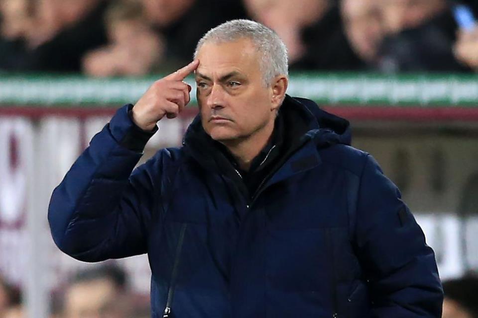 Mourinho Kepada Suporter Kritik Boleh, Sok Pintar Jangan