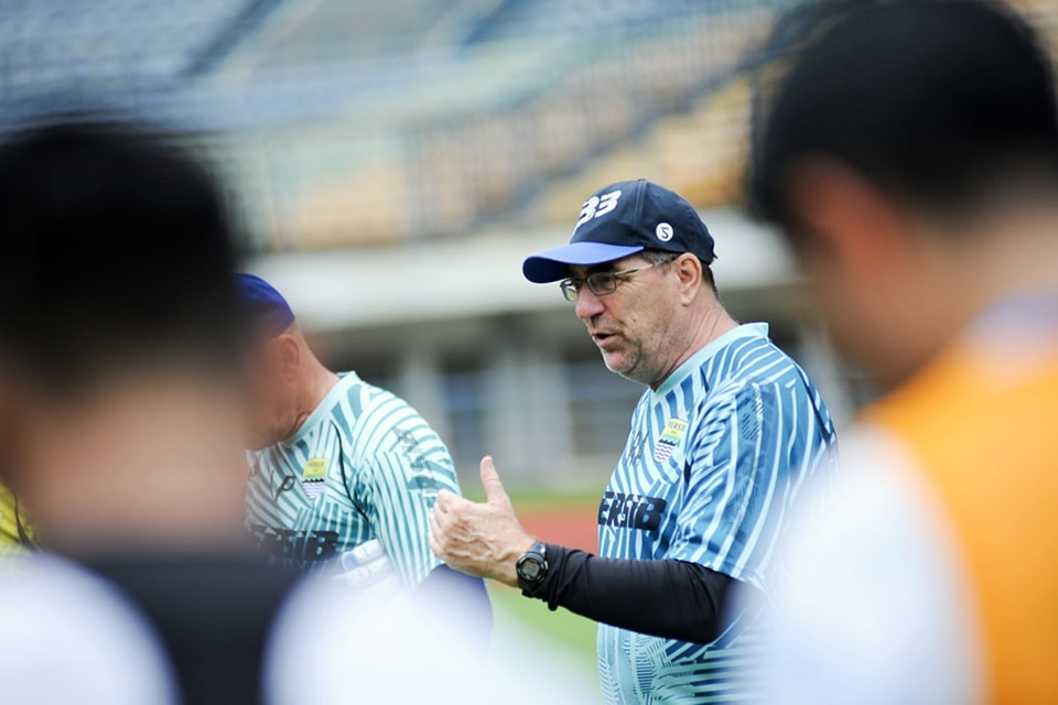 Bergabung di Grup D, Pelatih Persib Senang