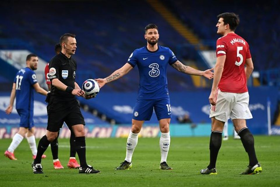 Soal Kontroversi Di Laga MU vs Chelsea, Wasit Liga Inggris Harus Pakai Mikrofon