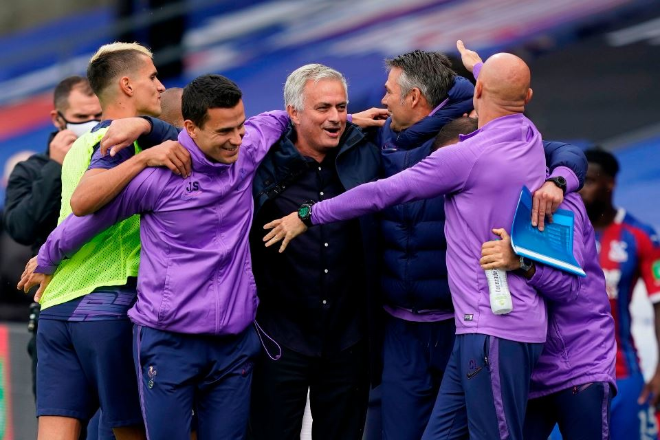 Tottenham Tembus 100 Gol, Mourinho: Bagus Tuk Tim Yang Suka Parkir Bus