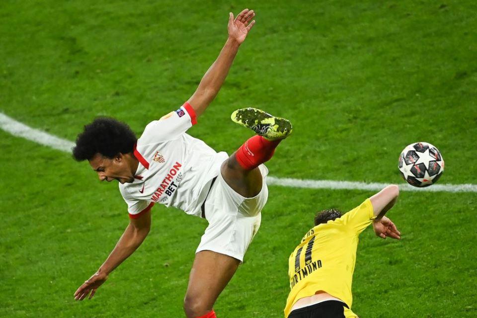 United Tunda Transfer Palang Pintu Sevilla, Kenapa?