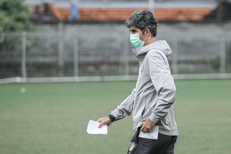 Pelatih Bali Bereaksi Atas Kritik Suporter