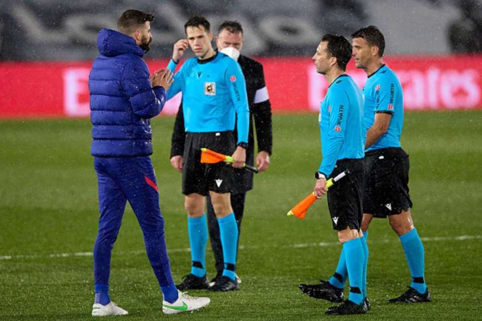 Luka Modric ke Pique: Mau Protes ke Wasit ya?
