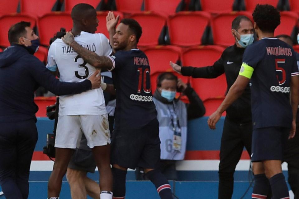 PSG vs Lille: Neymar Ajak Bek Muda Lille Adu Jotos