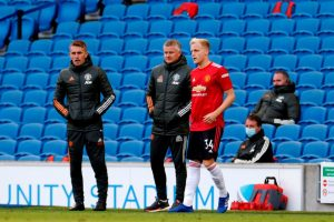 Manajer Manchester United Ole Gunnar Solskjaer dikabarkan masih ingin mempertahankan dan memberi kesempatan buat Donny Van de Beek