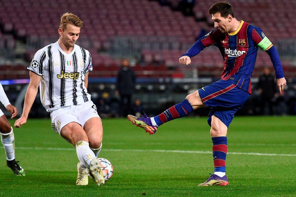 Barcelona Belum Berpaling dari Bek Juventus Satu Ini