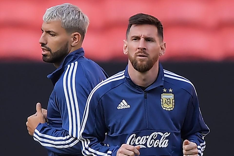 Sergio Aguero Tunda Gabung Barcelona, Tunggu Nasib Lionel Messi