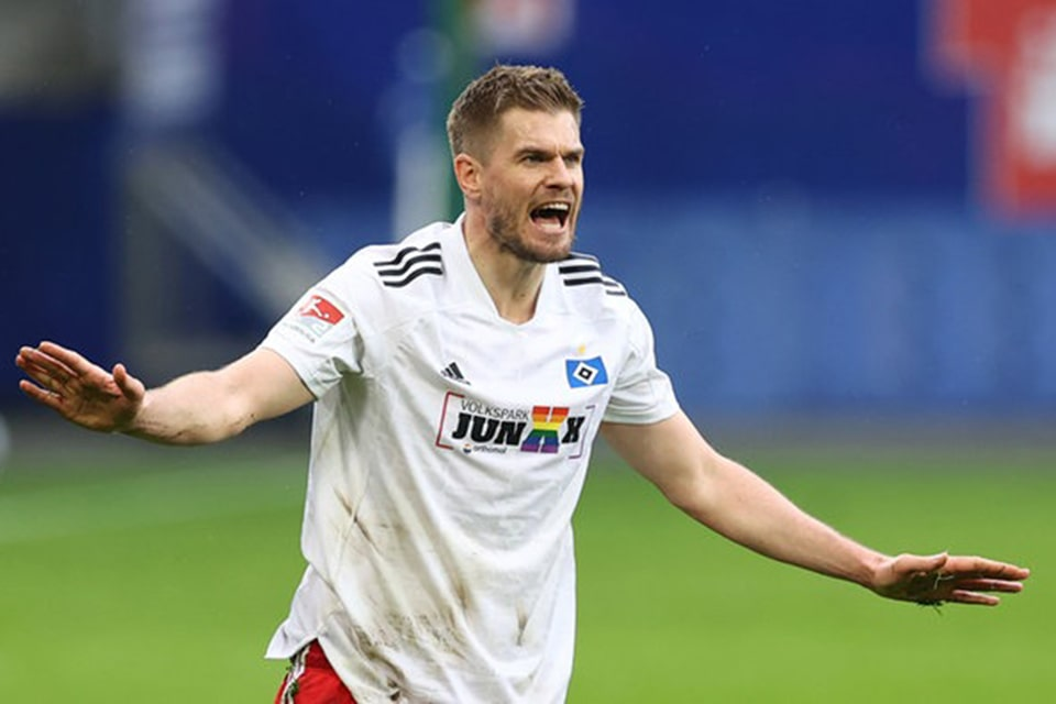 Schalke Mendatangkan Penyerang Senior dari Hamburg