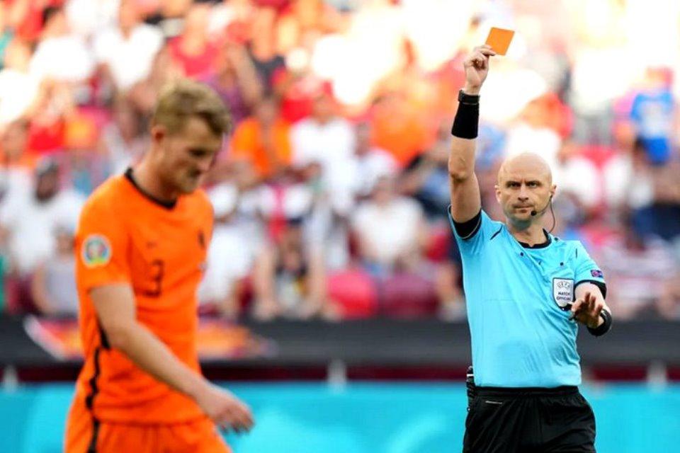 Belanda Memang Langganan Kartu Merah Jika Bertemu Ceko