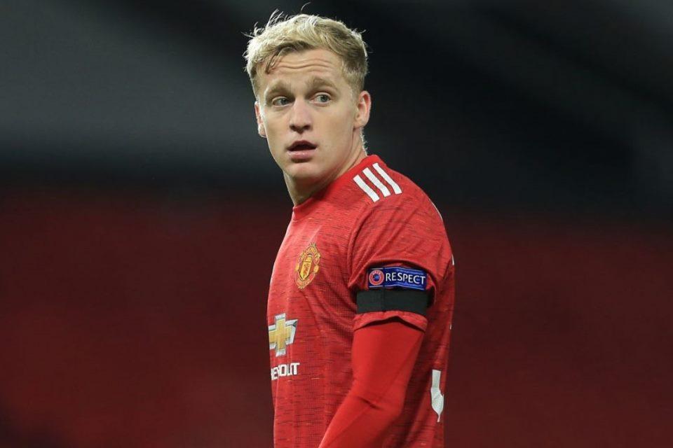 Cocoknya di Dortmund, Man United Terlalu Besar Buat Van de Beek