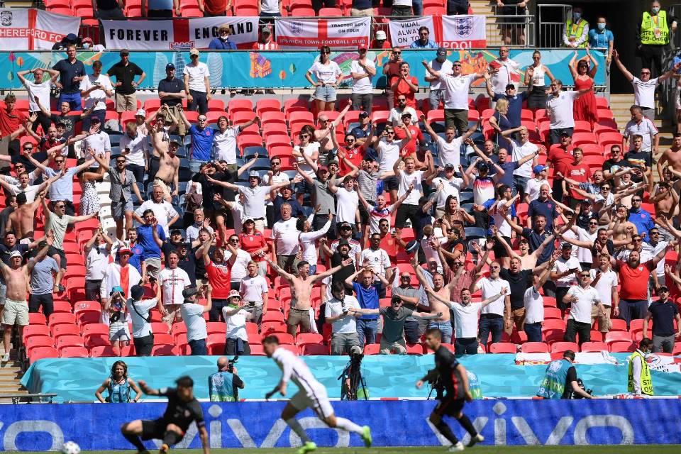Wayne Rooney Ngamuk Kepada Fans Timnas Inggris, Kenapa?