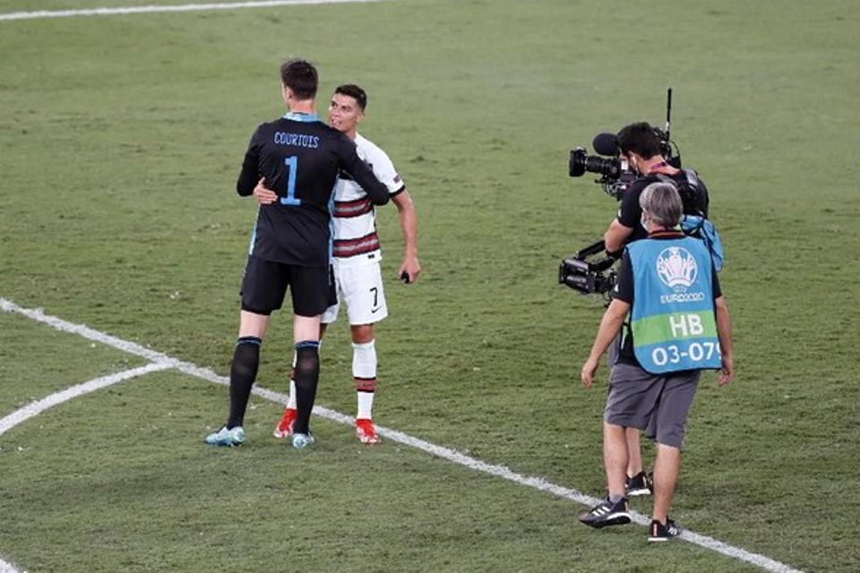Ronaldo ke Courtois; Kamu Beruntung Bro, Bolanya Tak Mau Masuk ke Gawang