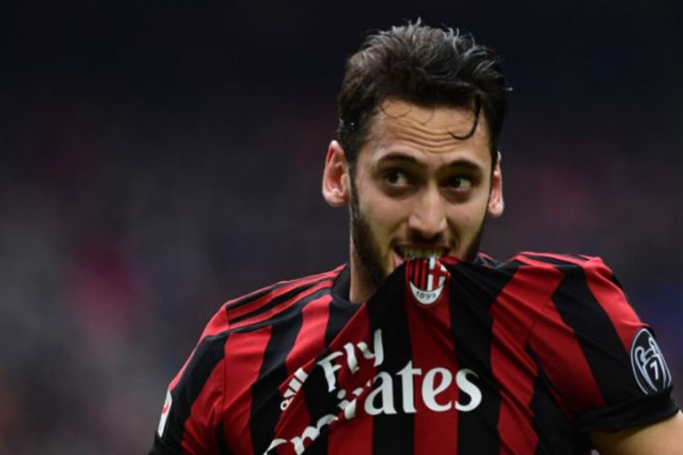Seperti Donnarumma, AC Milan Juga Segera Lepas Hakan Calhanoglu