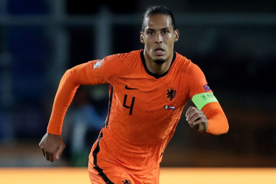 Tak Main di Euro 2020, Virgil Van Dijk Jadi Staf Dadakan di Timnas Belanda