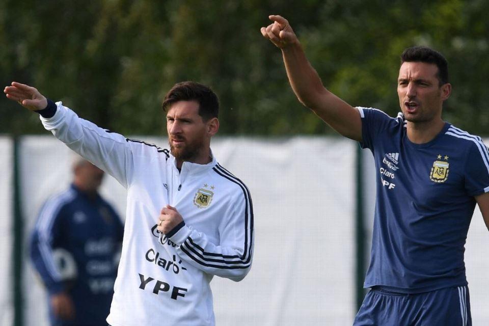 Jelang Laga Kontra Uruguay, Pelatih Argentina Waspadai Sepasang Bomber Gaek Celeste