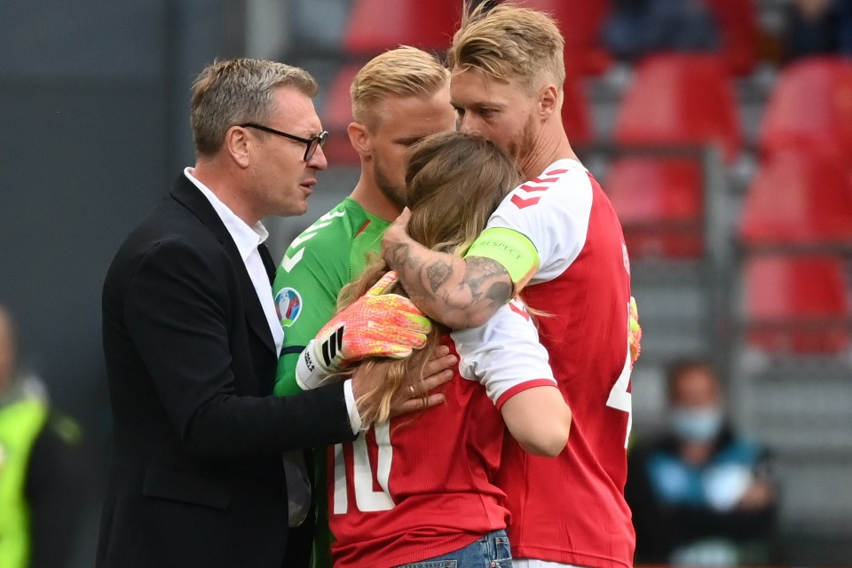 Tenangkan Pacar Eriksen, Simon Kjaer Buktikan Kualitas Kepemimpinan