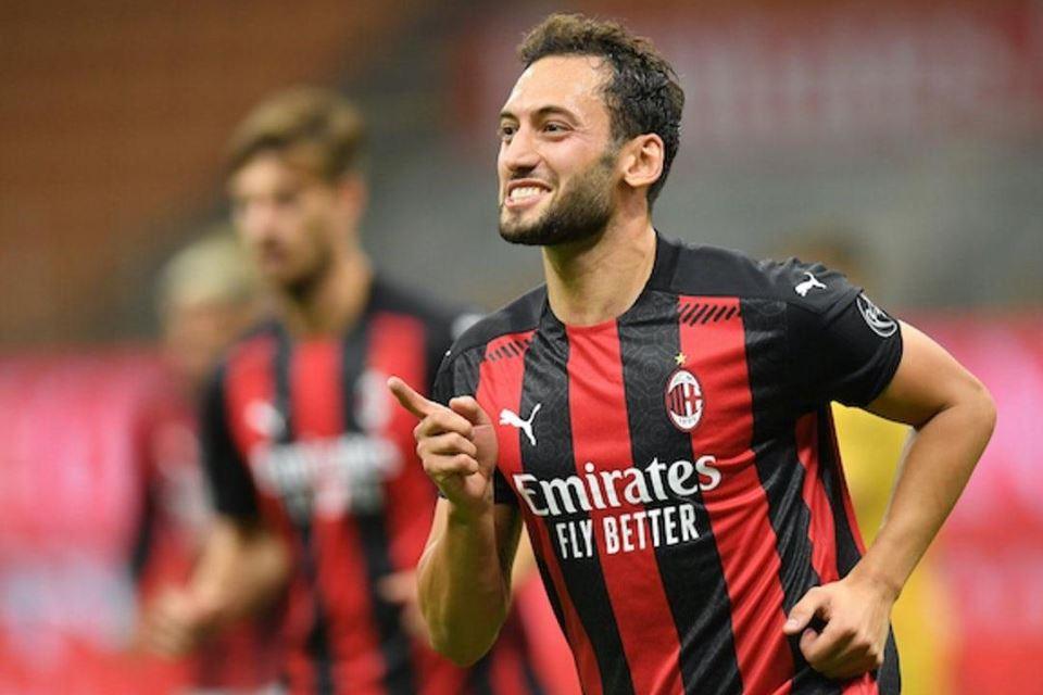 Dicap Judas, Ini Alasan Calhanoglu Berkhianat dari AC Milan ke Inter