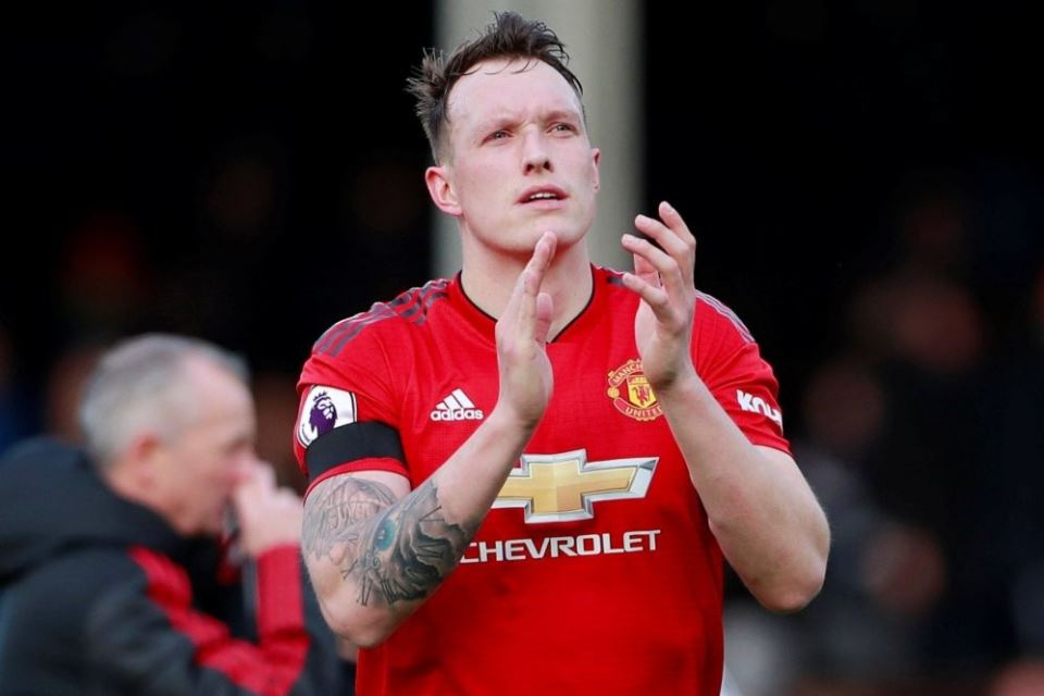 Dilepas Cuma-Cuma Man United, West Ham Tertarik Rekrut Phil Jones