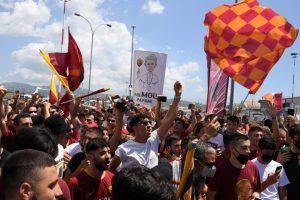 Disambut Bak Pahlawan, Mourinho; Suporter Roma Luar Biasa!