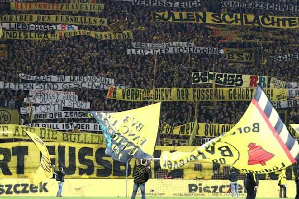 Belanja Lagi! Dortmund Pantau Bek Tengah Baru