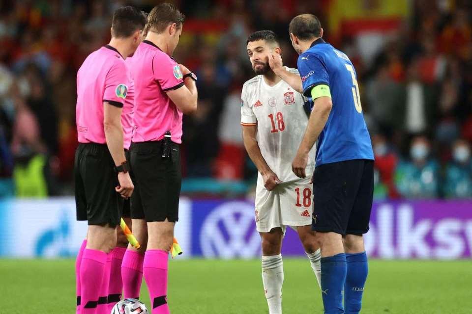 Jelang Adu Penalti, Ini Alasan Chiellini Tepuk-Tepuk Pipi Jordi Alba