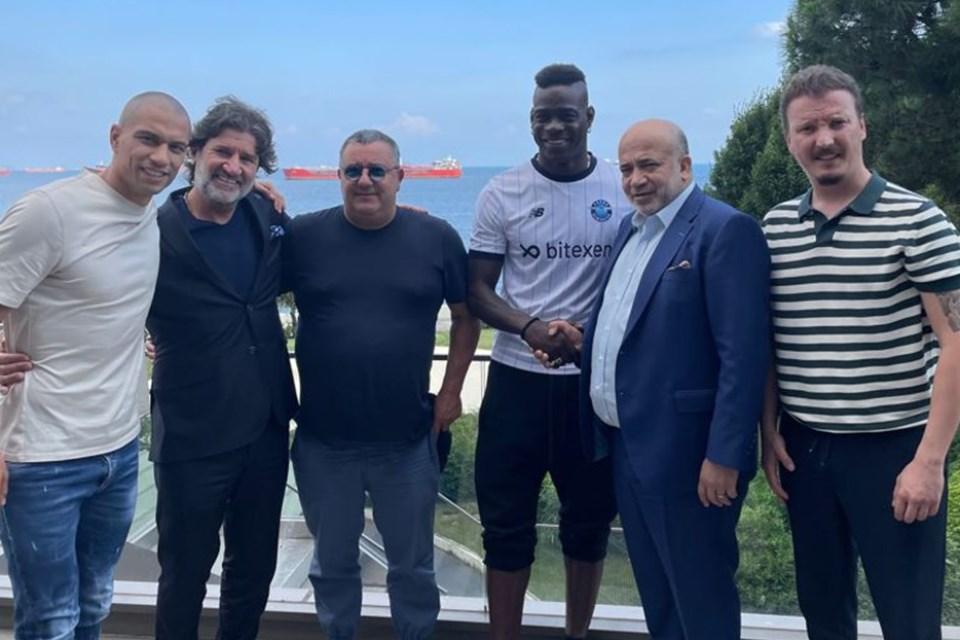 Kedatangan Balotelli di Klub Asal Turki Ini Dicatat Dengan Tinta Emas