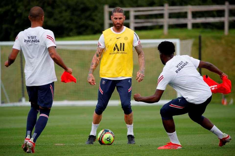 Penampakan Perdana Ramos di Sesi Latihan Perdana PSG