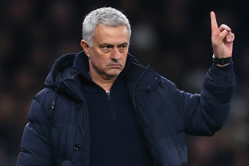 Termasuk Mourinho, 3 Pelatih Serie A Ini Diprediksi Bakal Alami Pemecatan