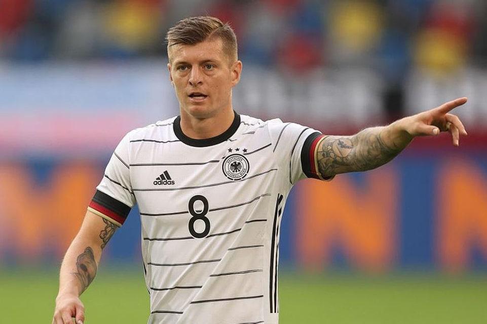 Reaksi Keras Toni Kroos Kepada Legenda Sepakbola Jerman