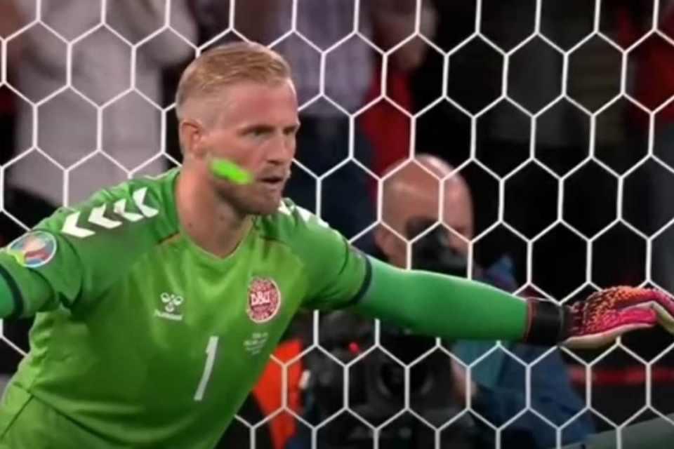 Terkait Insiden Laser Kasper Schmeicel, UEFA Lakukan Investigasi