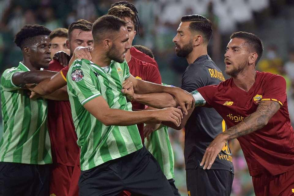 Dilibas Real Betis 2-5, Mourinho dan Tiga Pemain AS Roma di Kartu Merah
