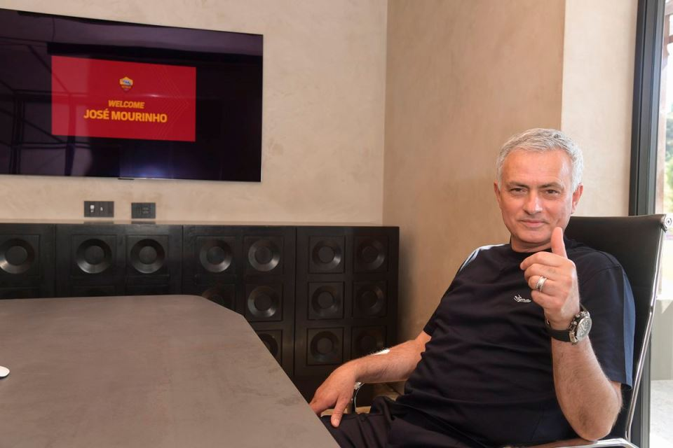 Mourinho; Media Inggris Suka Ulas Kontroversi, Media Italia Sok Tahu Soal Taktik