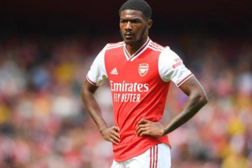 Nasibnya Digantung Arsenal, Pemain Muda Ini Mengamuk di Sosmed