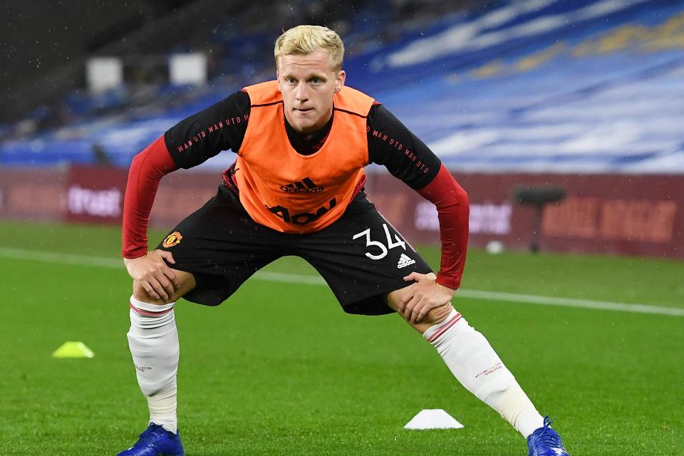 Berbatov Salahkan Man United Beli Van de Beek Untuk Senangkan Fans