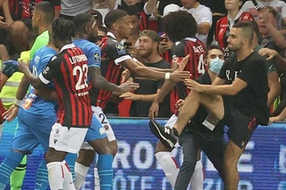 Ligue 1 Chaos dan Riot! Menpora Prancis Ambil Aksi Tegas