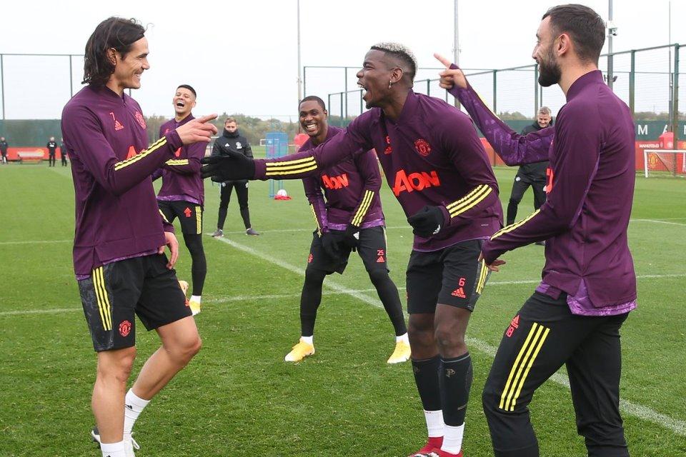 Solskjaer Pastikan Cavani Fit dan Siap Main Lawan Aston Villa