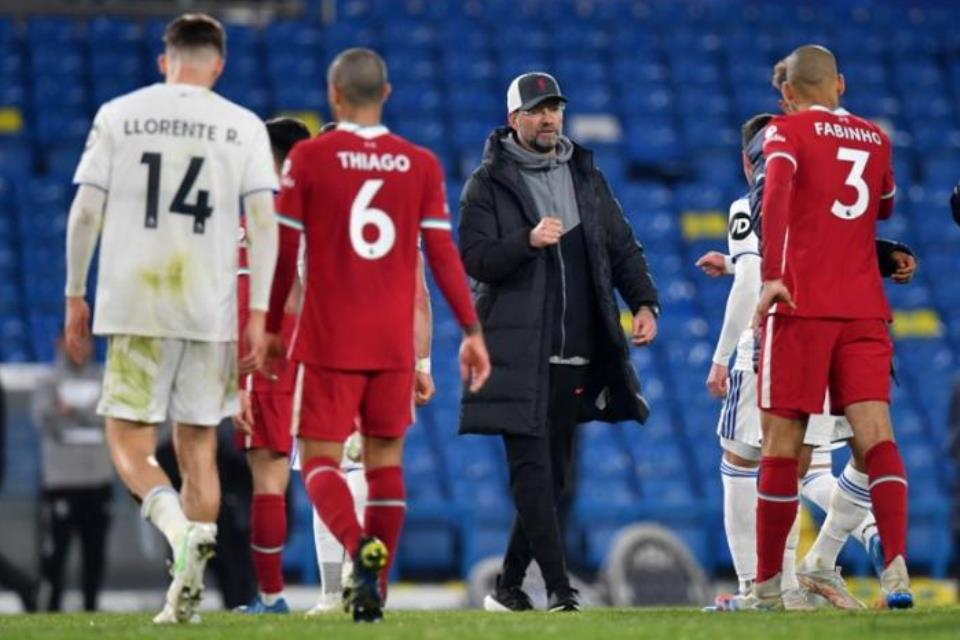 Tandang ke Markas Leeds United, Fabinho Peringatkan Liverpool
