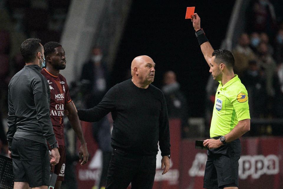 Timnya Kalah, Pelatih Metz: Wasit Idolakan PSG