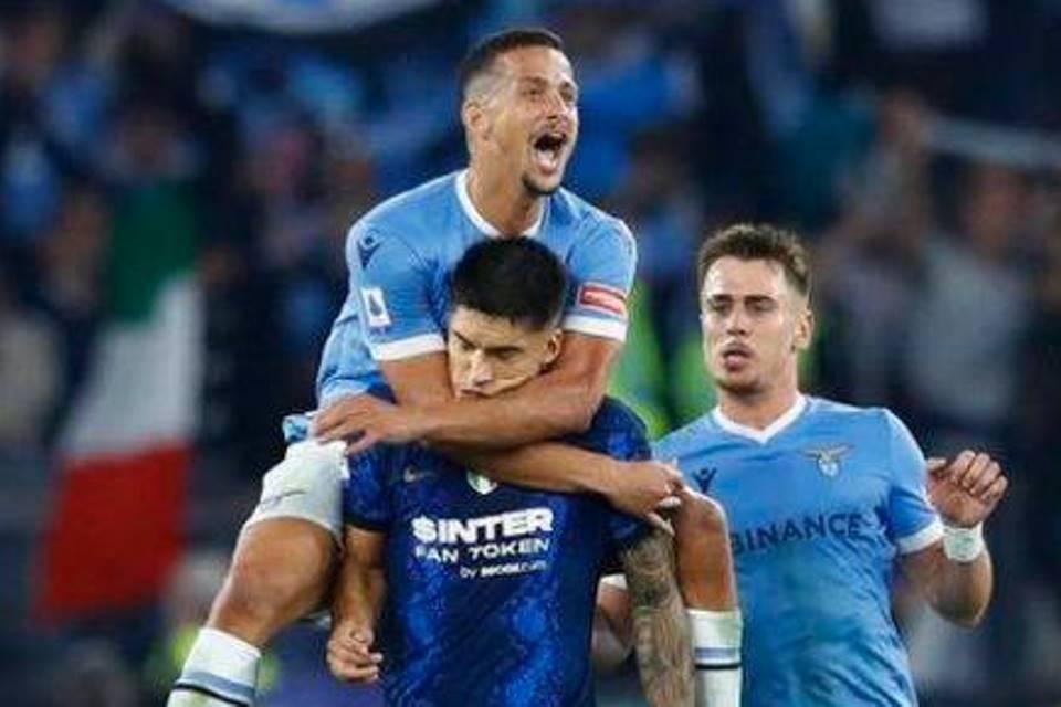 Drama Dibalik Panjatan Luiz Felipe ke Bahu Correa, Apa Motifnya?