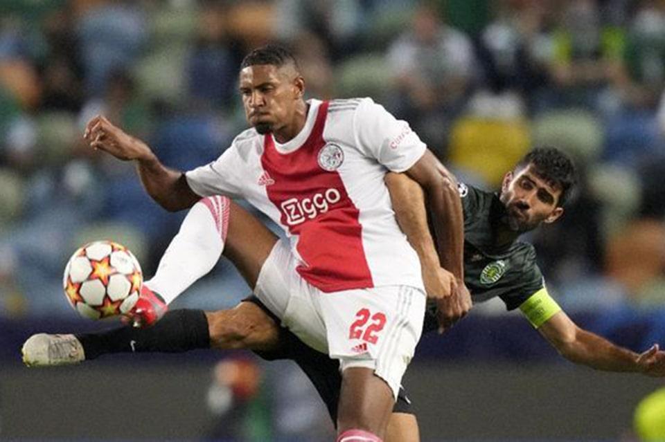 Pelatih Ajax Komentari Ketertarikan Dortmund atas Sebastian Haller